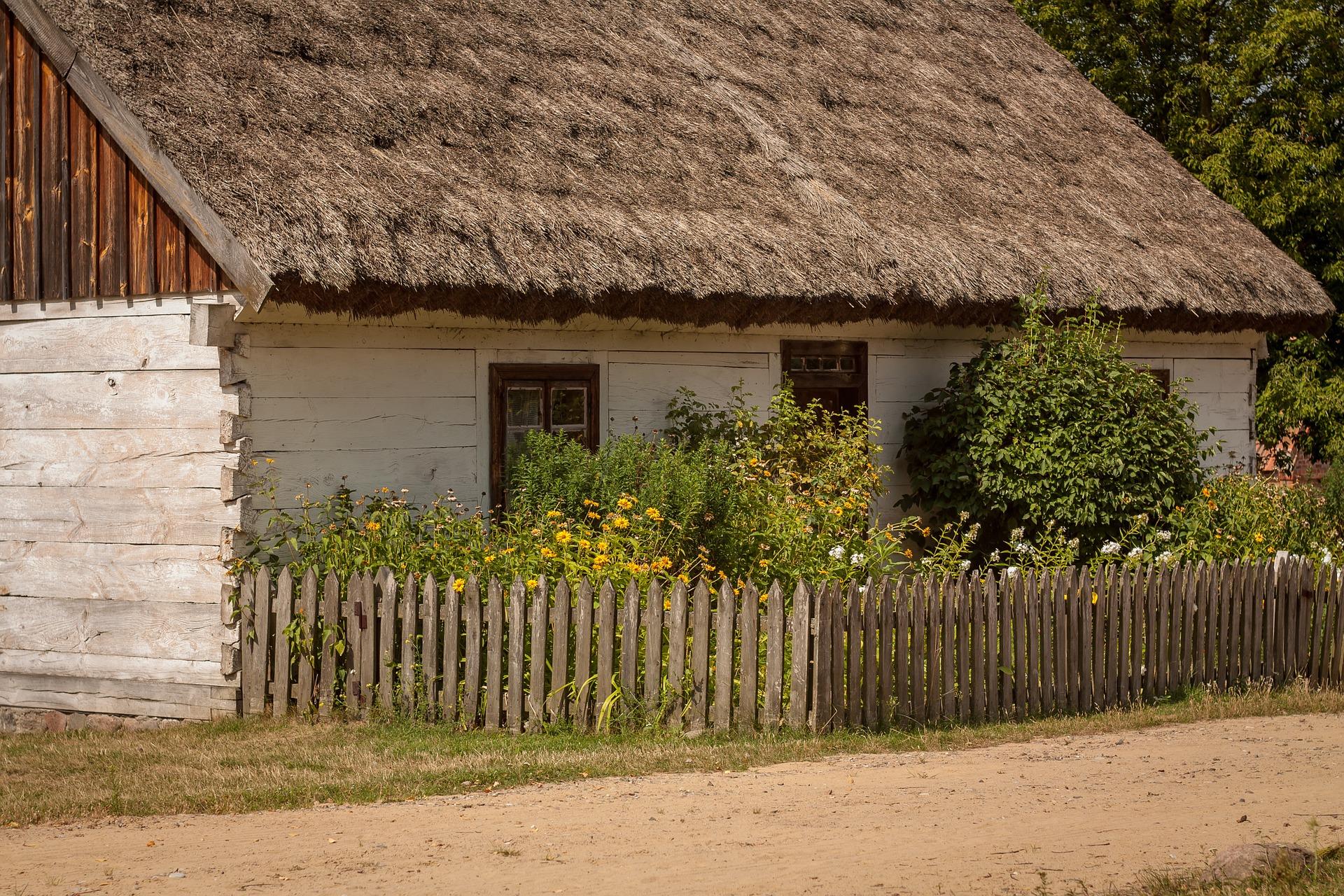domy z bala